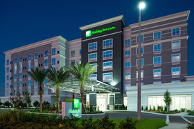 Holiday Inn & Suites Orlando - International Dr S
