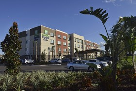 Holiday Inn Express & Suites Orlando - Lake Nona Area